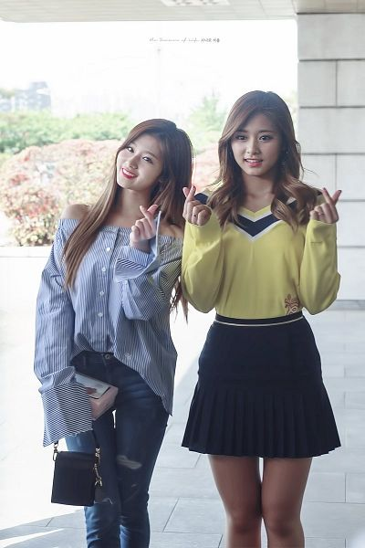 Tags: JYP Entertainment, K-Pop, Twice, Minatozaki Sana, Tzuyu