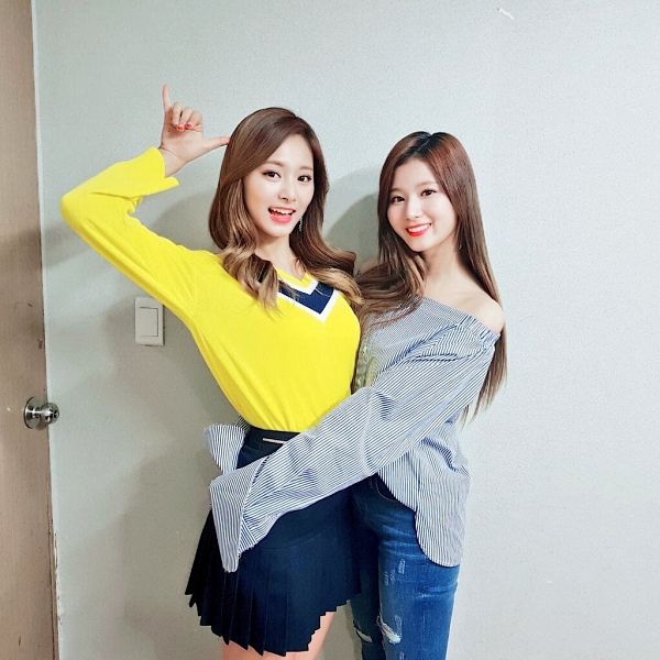Tags: K-Pop, Twice, Tzuyu, Minatozaki Sana, Duo, Black Skirt, Arm Around Waist, Yellow Shirt, Jeans, Striped, Gray Background, Bare Shoulders