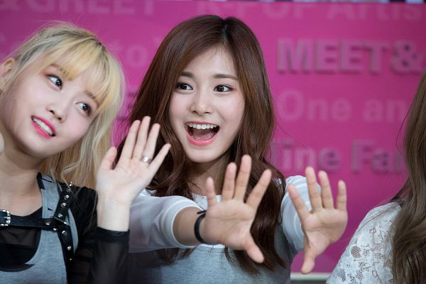 Tags: K-Pop, Twice, Hirai Momo, Tzuyu, Pink Background, Looking Away, Two Girls, Wave, Duo, Gray Outerwear, Wallpaper