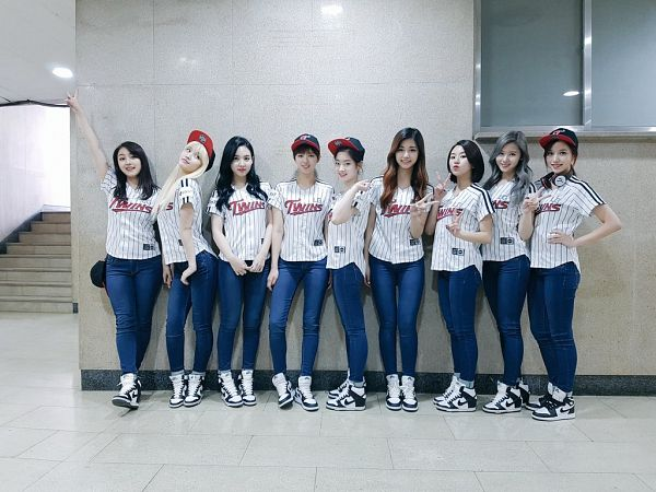 Tags: K-Pop, Twice, Yoo Jeongyeon, Jihyo, Minatozaki Sana, Hirai Momo, Kim Dahyun, Im Nayeon, Tzuyu, Son Chaeyoung, Myoui Mina