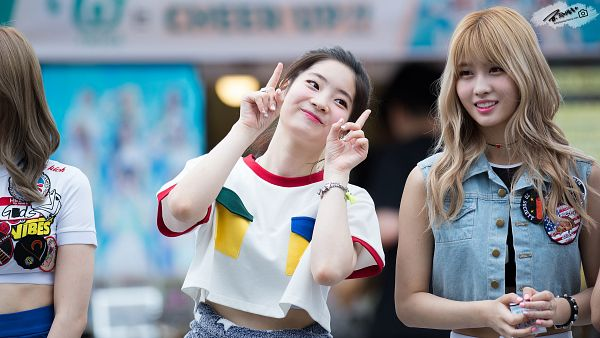 Tags: K-Pop, Twice, Hirai Momo, Kim Dahyun, Wallpaper, HD Wallpaper