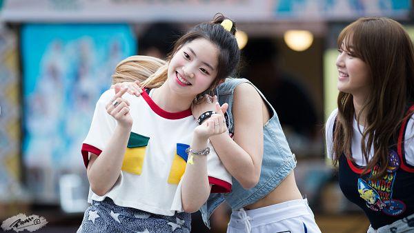 Tags: K-Pop, Twice, Kim Dahyun, Hirai Momo, Wallpaper, HD Wallpaper