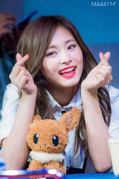 Tags: K-Pop, JYP Entertainment, Twice, Tzuyu, Teeth, Close Up, Hair Ornament, Heart Gesture, Fansigning Event