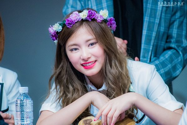 Tags: K-Pop, JYP Entertainment, Twice, Tzuyu, Teeth, Hair Ornament, Close Up, Crown, Flower Crown, Flower, Fansigning Event
