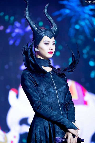 Tags: K-Pop, Twice, Tzuyu, Green Eyes, Holding Object, Cosplay, Black Dress, Make Up, Necklace, Black Headwear, Black Outfit