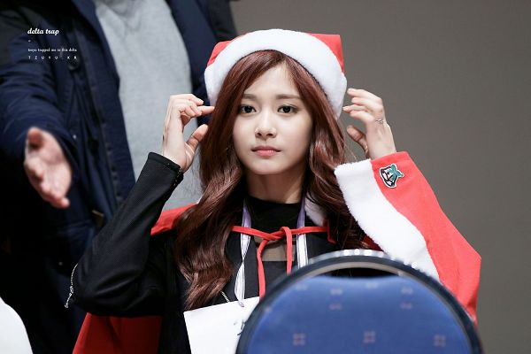 Tags: K-Pop, Twice, Tzuyu, Christmas Outfit, Gray Background, Christmas Hat, Black Outerwear, Black Jacket, Christmas, Hat, Wallpaper