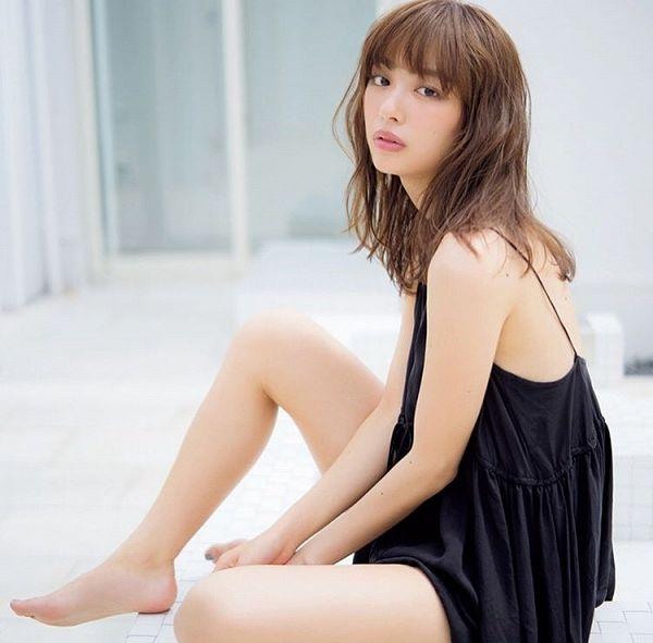 Tags: Gravure Idol, Uchida Rio, Suggestive, Swimsuit, Midriff, Bikini