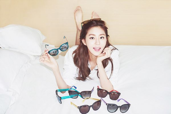 Tags: K-Pop, After School, Uee, On Bed, Chin In Hand, Laying On Stomach, Glasses, Glasses Off, Glasses On Head, Sunglasses, Laying Down, Vedi Vero