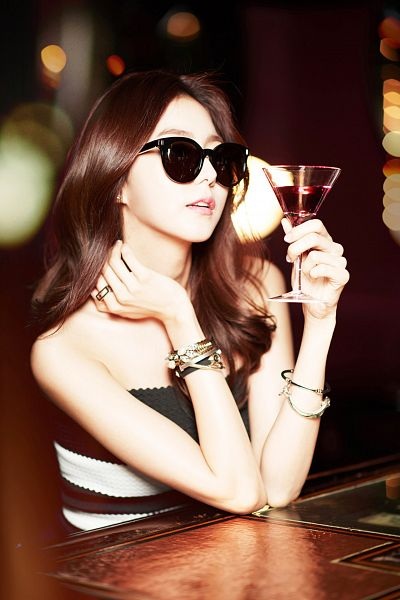 Tags: K-Pop, After School, Uee, Looking Ahead, Sunglasses, Black Dress, Bracelet, Hand On Neck, Black Outfit, Cup, Glasses, Glass (Cup)