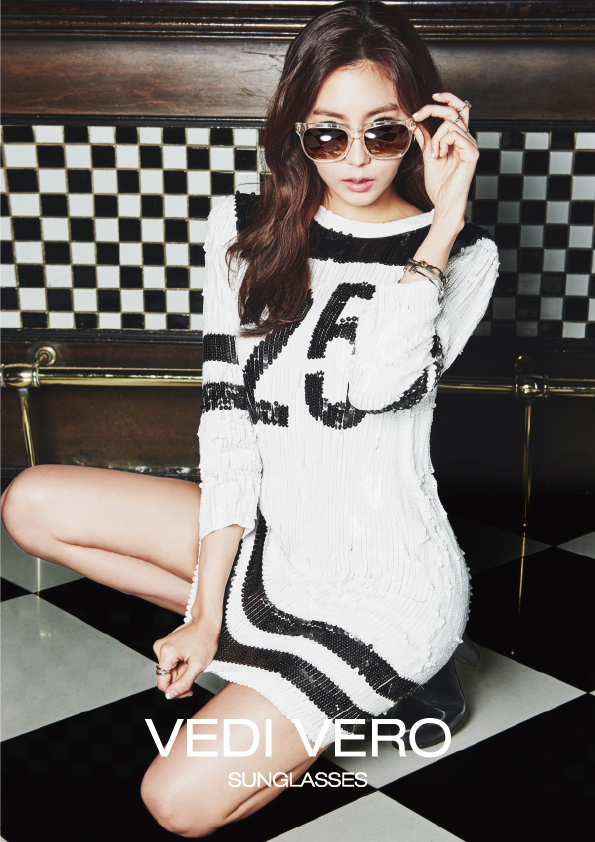 Tags: K-Pop, After School, Uee, Kneeling, White Outfit, Glasses, Text: Brand Name, Sunglasses, White Dress, Vedi Vero