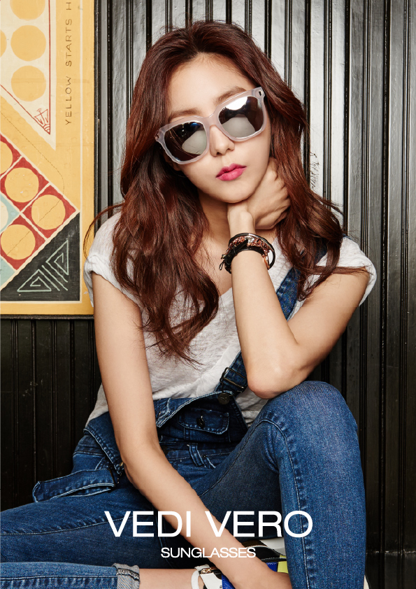 Tags: K-Pop, After School, Uee, Hand On Neck, Glasses, Text: Brand Name, Sunglasses, Overalls, Bracelet, Red Lips, Vedi Vero