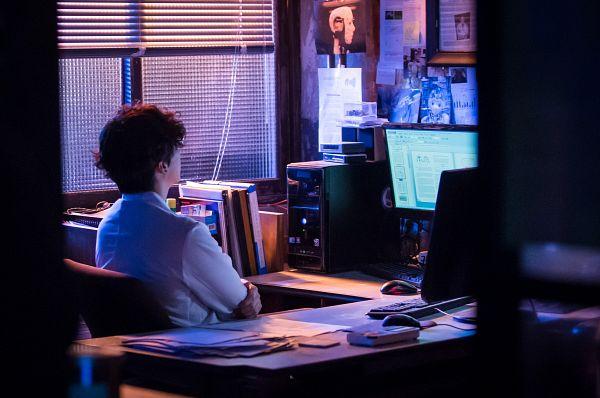 Tags: K-Drama, Um Ki-joon, Window Blinds, Looking Ahead, Self Hug, Hug, Table, Computer, I'm Not a Robot