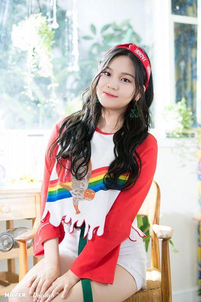 Tags: K-Pop, G-friend, Rainbow, Umji, Hairband, Headdress, Bare Legs, Sitting On Chair, White Shorts, Shorts, Red Headwear, Hand On Leg