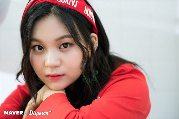 Tags: K-Pop, G-friend, Umji, Red Headwear, Crossed Arms, Light Background, Hairband, White Background, Red Shirt, Headdress, Dispatch