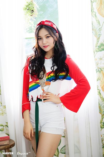 Tags: K-Pop, Rainbow, G-friend, Umji, Headdress, Bare Legs, Hand On Hip, Red Headwear, White Shorts, Shorts, Curtain, Window