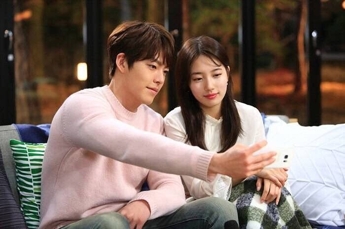 Tags: K-Drama, K-Pop, Miss A, Bae Suzy, Kim Woo-bin, Sitting, Couple, Looking at Phone, Bangs, Smartphone, Couch, Closed Mouth
