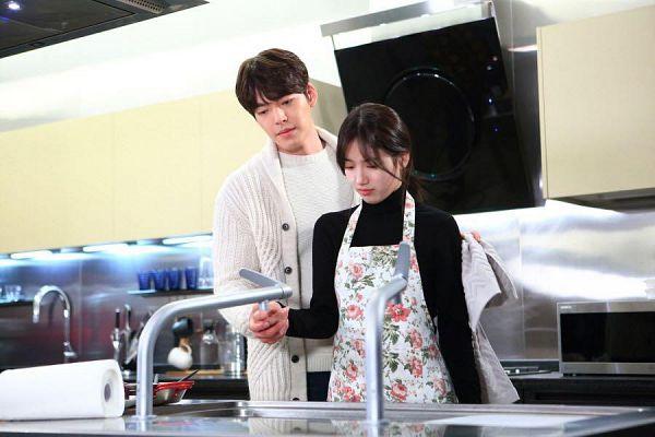 Tags: K-Drama, K-Pop, Miss A, Bae Suzy, Kim Woo-bin, Black Eyes, Kitchen, Looking Down, Sink, Apron, Uncontrollably Fond