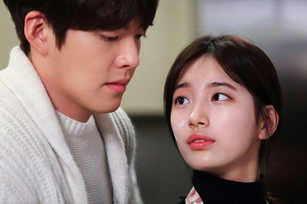 Tags: K-Drama, K-Pop, Miss A, Bae Suzy, Kim Woo-bin, Looking Back, Looking At Another, Apron, Black Eyes, Looking Up, Uncontrollably Fond