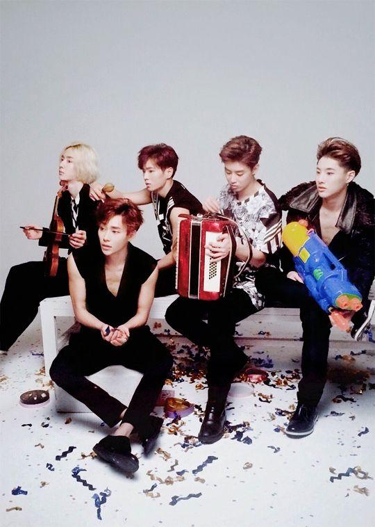 Tags: K-Pop, Uniq, Cho Seung-yeon, Zhou Yixuan, Wang Yibo, Li Wenhan, Kim Sungjoo, Group