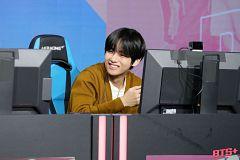 V (Kim Taehyung)