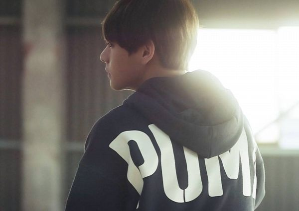 Tags: K-Pop, BTS, V (Kim Taehyung), Window, Serious, Back, Hood, Hoodie, Puma