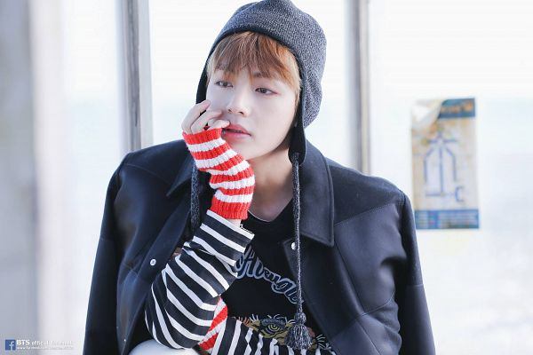 Tags: K-Pop, BTS, V (Kim Taehyung), Gloves, Serious, Bus Stop, Hat, Hand On Head, Black Jacket, Hand On Cheek, Black Outerwear, Fingerless Gloves