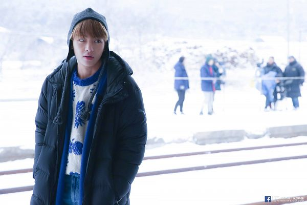Tags: K-Pop, BTS, Spring Day, V (Kim Taehyung), Hat, Black Outerwear, Blunt Bangs, Sweater, Looking Away, Coat, Outdoors, Snow