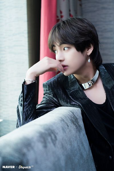 Tags: K-Pop, BTS, V (Kim Taehyung), Necklace, Bracelet, Black Outerwear, Black Jacket, Looking Away, Dispatch