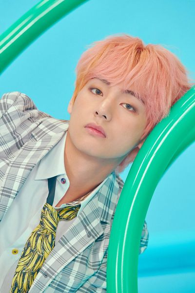 Tags: K-Pop, BTS, V (Kim Taehyung), Pink Hair, Contact Lenses, Collar (Clothes), Playground, Close Up, Facial Mark, Plaided Jacket, Light Background, Plaided Print