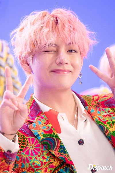Tags: K-Pop, BTS, IDOL (Song), V (Kim Taehyung), V Gesture, Korean Text, Love Yourself: Answer, Dispatch