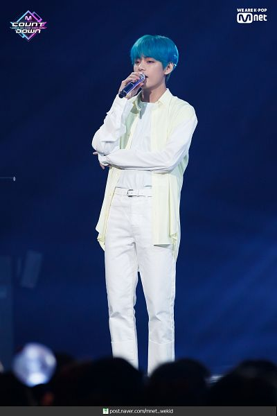 Tags: K-Pop, Television Show, BTS, Make It Right, V (Kim Taehyung), Text: URL, Singing, Blue Hair, Stage, English Text, White Pants, Live Performance
