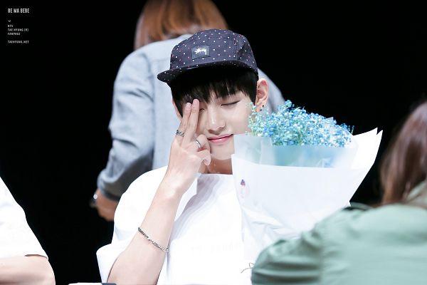 Tags: K-Pop, BTS, V (Kim Taehyung), Flower, Bouquet, Ring, Eyes Closed, Hat, Blue Flower, Bracelet, Spotted, Wallpaper