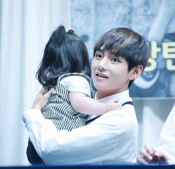 Tags: K-Pop, BTS, V (Kim Taehyung), Child, Black Eyes, Carry