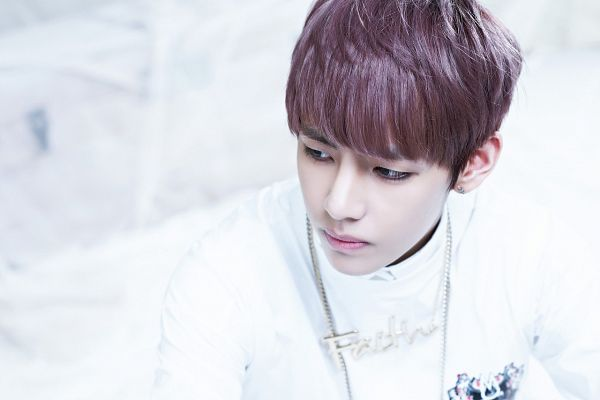 Tags: K-Pop, BTS, V (Kim Taehyung), Looking Away, Necklace, White Outfit, From Above, Light Background, White Background, O!RUL82?