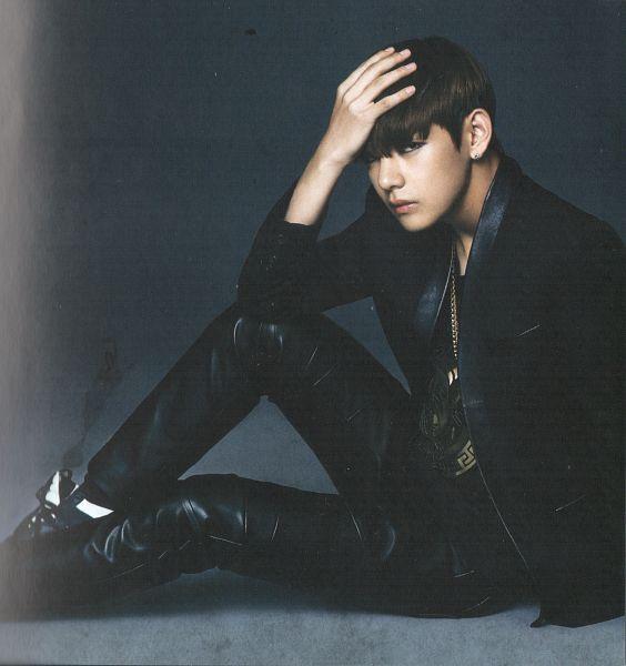 Tags: K-Pop, BTS, V (Kim Taehyung), Black Shirt, Sitting On Ground, Gray Background, Black Outerwear, Make Up, Leather Pants, Black Pants, Black Eyes, Eyeliner