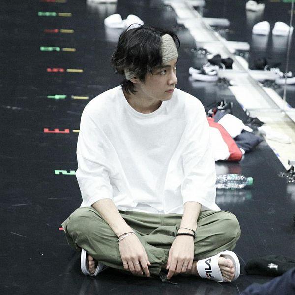 Tags: K-Pop, BTS, V (Kim Taehyung), Mirror, Sitting On Ground, Full Body, Glass, Bracelet, Ring, Short Sleeves, Looking Away, Green Pants
