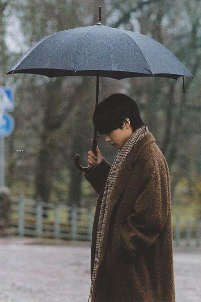 Tags: K-Pop, BTS, V (Kim Taehyung), Umbrella, Coat, Black Eyes, Brown Neckwear, Outdoors, Looking Down, Brown Outerwear, Scarf, Side View