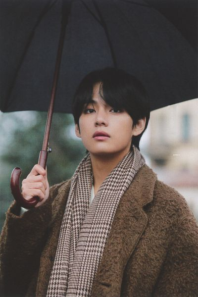 Tags: K-Pop, BTS, V (Kim Taehyung), Outdoors, Scarf, Coat, Brown Outerwear, Umbrella, Serious, Black Eyes, Brown Neckwear, BTS 2020 Winter Package