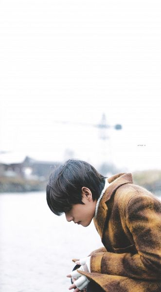 Tags: K-Pop, BTS, V (Kim Taehyung), Turtleneck, Side View, Plaided Print, Collar (Clothes), Outdoors, Coat, Black Eyes, River, Water