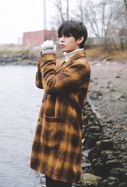 Tags: K-Pop, BTS, V (Kim Taehyung), Brown Outerwear, Plaided Coat, Coat, Turtleneck, Collar (Clothes), Plaided Print, Black Eyes, Outdoors, River