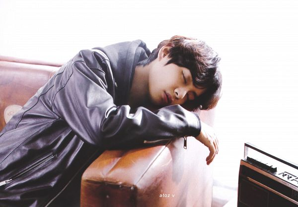 Tags: K-Pop, BTS, V (Kim Taehyung), Couch, Radio, Sitting On Couch, Gray Shirt, Sleeping, Eyes Closed, Scan, BTS Memories of 2019, Melon Music Awards