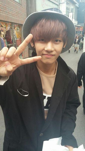 Tags: K-Pop, BTS, V (Kim Taehyung), Hat, Black Jacket, Brown Shirt, V Gesture, Android/iPhone Wallpaper