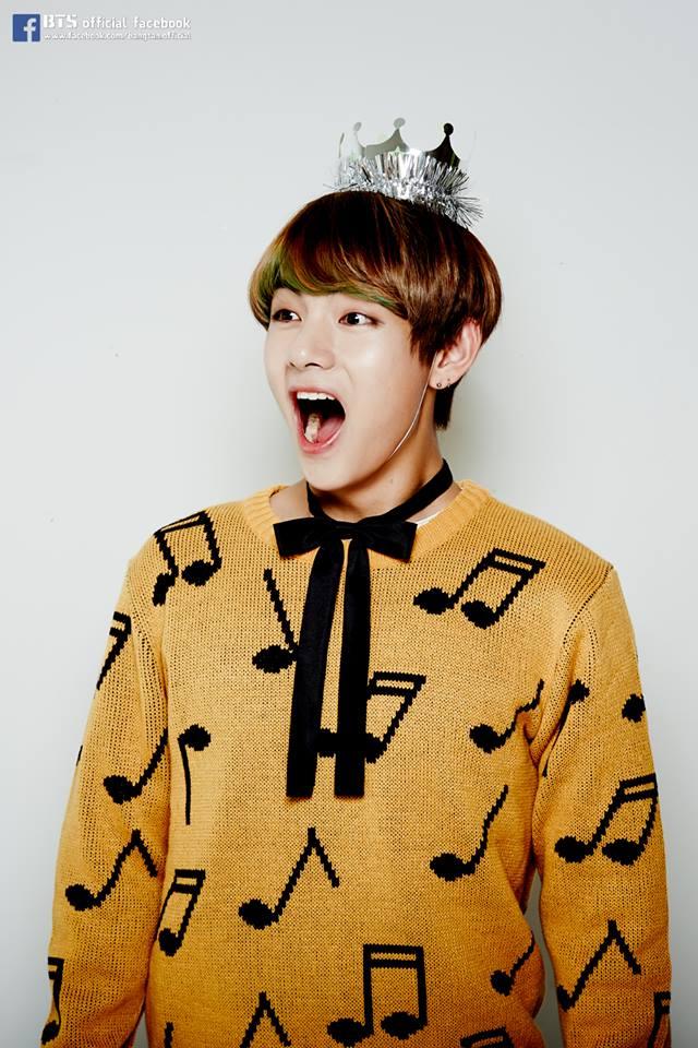 Tags: K-Pop, BTS, V (Kim Taehyung), Black Bow, Sweater, Multi-colored Hair, Headdress, Highlights, Yellow Shirt, Crown, Bow