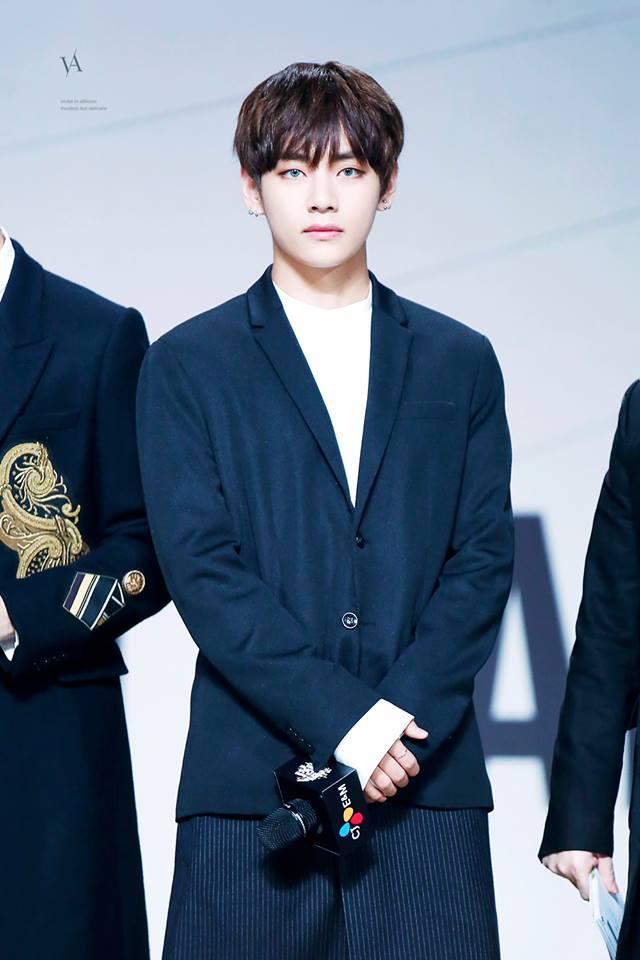 Tags: K-Pop, BTS, V (Kim Taehyung), Black Outerwear, Black Pants, Red Carpet, Black Jacket, Gray Eyes, Contact Lenses