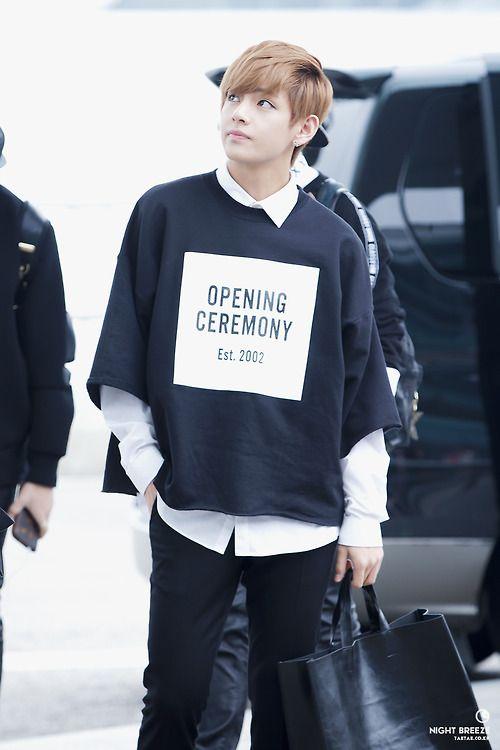 Tags: K-Pop, Bangtan Boys, V (Kim Taehyung), Airport