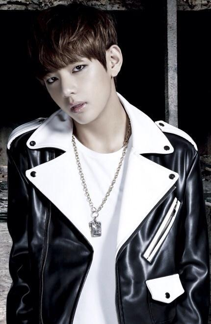 Tags: K-Pop, BTS, Danger, V (Kim Taehyung), Black Eyes, Eyeliner, Black Jacket, Make Up, Necklace, Dark & Wild