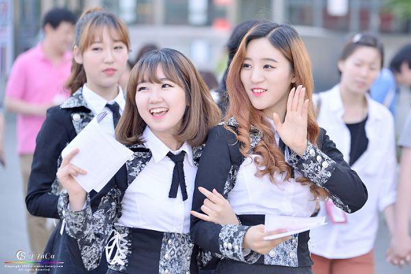 Tags: K-Pop, VIVIDIVA, Jeon Sara, Jeong Go-woon, Saeyan, Trio, Wave, Arm In Arm, Three Girls