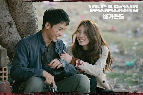 Tags: K-Pop, K-Drama, Lee Seung-gi, Bae Suzy, Sitting On Ground, Gun, Blood, Grin, Holding Weapon, Couple, Weapons, Plant