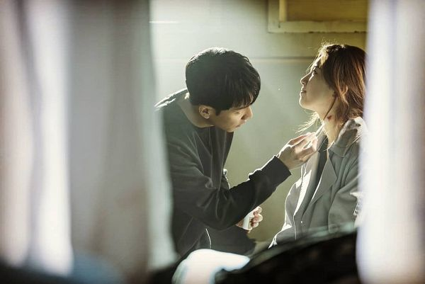 Tags: K-Drama, K-Pop, Bae Suzy, Lee Seung-gi, Injury, Coat, Blood, Gray Jacket, Hair Up, Brown Shirt, Ponytail, Gray Outerwear