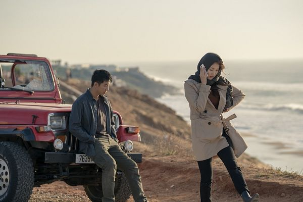 Tags: K-Pop, K-Drama, Bae Suzy, Lee Seung-gi, Coat, Water, Brown Outerwear, Sea, Bag, Car, Looking Down, Walking